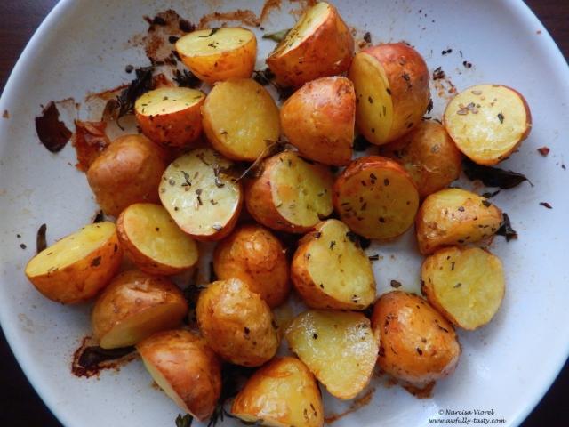 cartofi copti cu ierburi