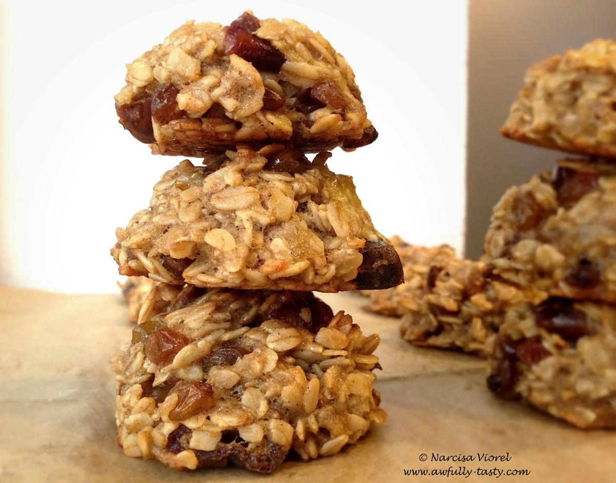 Cookies cu fulgi de ovăz, banane și curmale