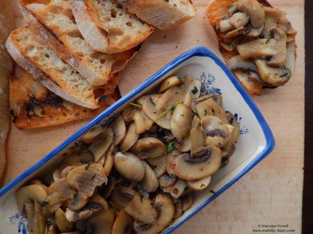 ciuperci cu cimbru si vin marsala